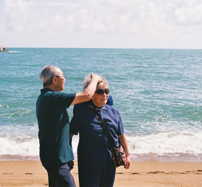 grandpa fixing grandma's hair - dec 2019