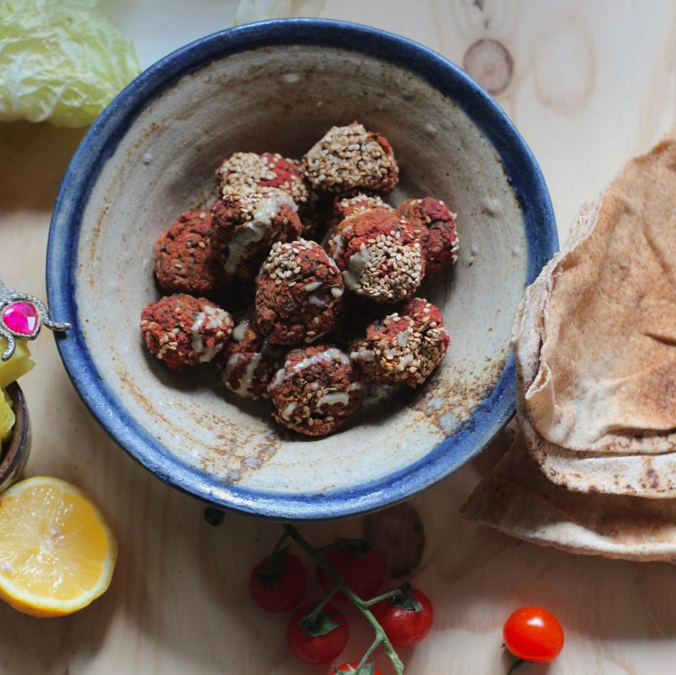 Falafel pakket: homemade falafel met brood en salade