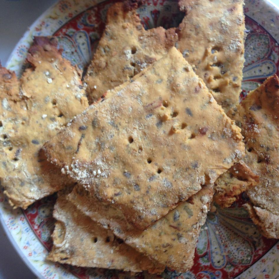 Homemade crackers met rozemarijn