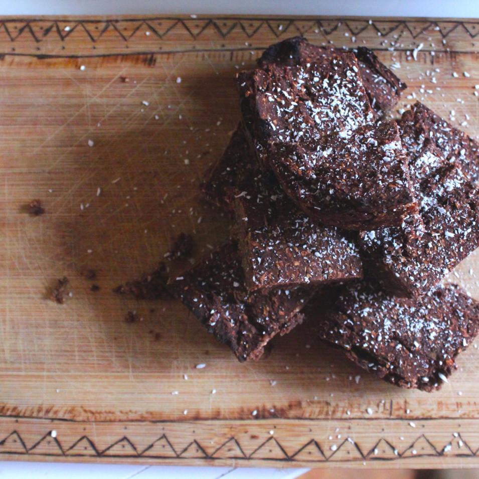 Bruine bonen brownies met dadels