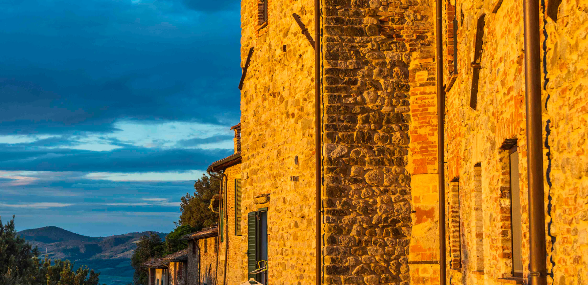 Piegaro wall sunset