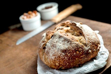 JULICE BOULANGÈRE: Have you already tried a Pilsen beer bread? And a provolone-fig or dark chocolate