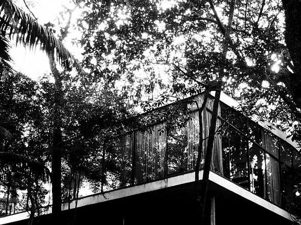 CASA DE VIDRO: architecture & design