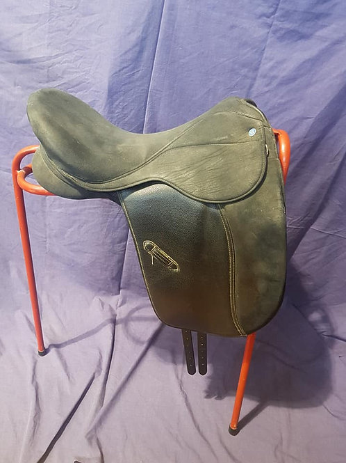 "18"" K&M Walsall Dressage Saddle"