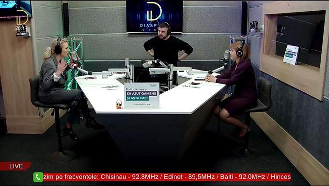 Arina Spătaru în studioul Diaspora FM