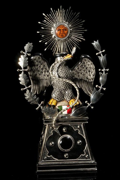 Águila con base