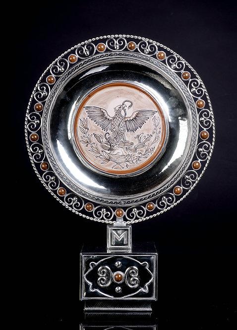 Medallón  águila con base canela