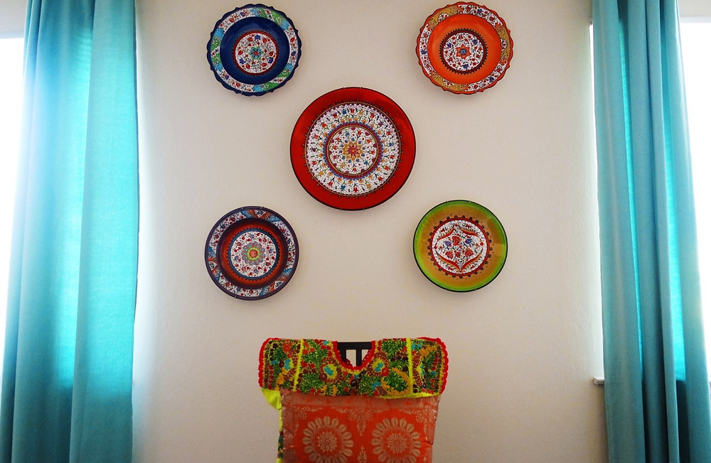 Wall with five colorful Turkish plates.