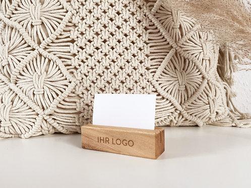 Tischaufsteller, Visitenkartenhalter, Flyerhalter aus weißem Nussbaum mit Logo