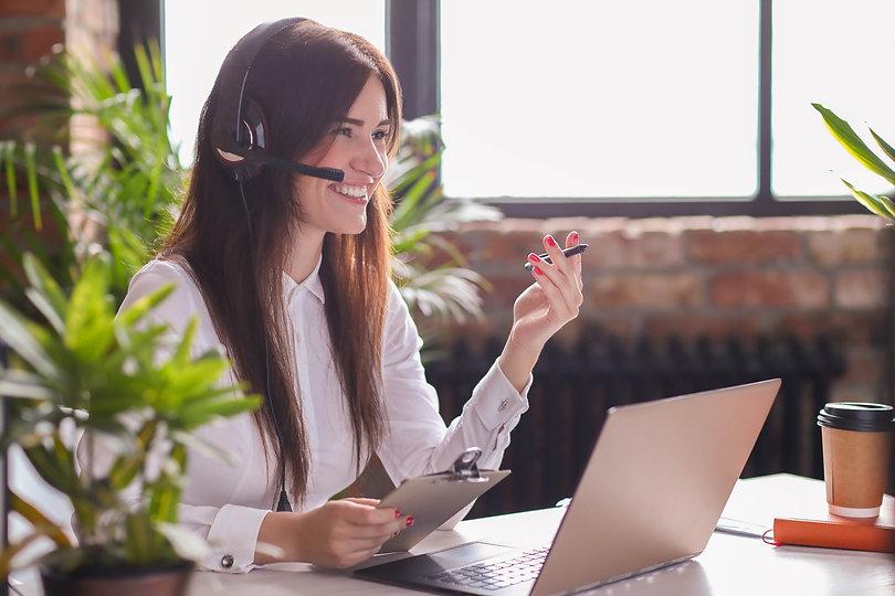 portrait-of-woman-customer-service-worke