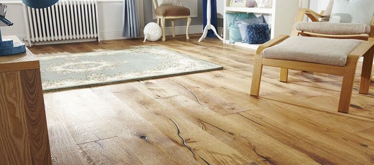 The Distressed - Natural Oak
