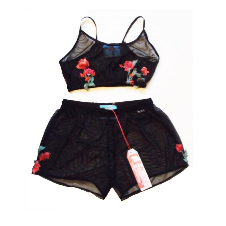 Black applique rose set