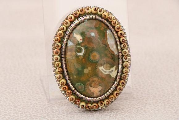 Broche brodée, rhyolite, vert/bronze