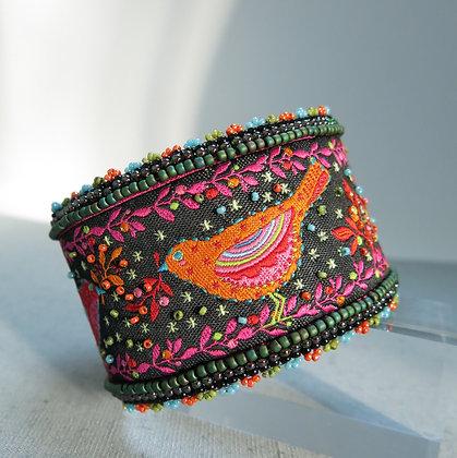 Bracelet manchette en tissu, brodé avec perles, oiseaux, noir / rose