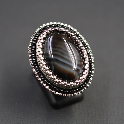 Embroidered ring with agate