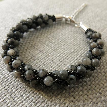 Bracelet en perles rondes de larvikite, gris / noir