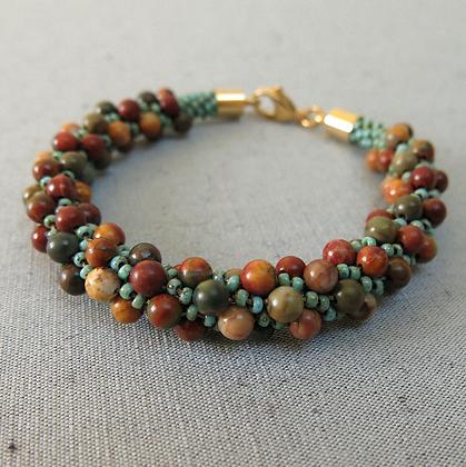 Bracelet perlé de pierres précieuses