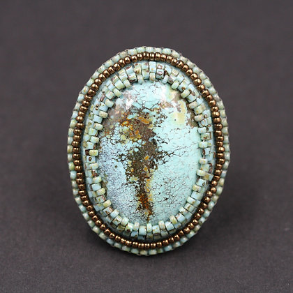 Bague brodée avec turquoise / Embroidered ring with turquoise