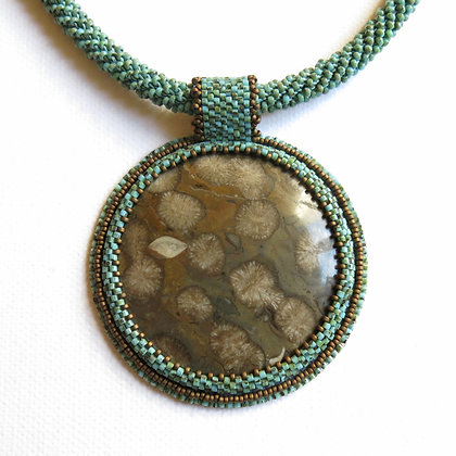 Necklace with fossilised corail