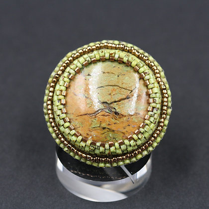 Bague brodée avec jaspe/ Embroidered ring with jaspe