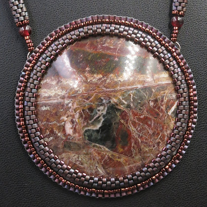 Necklace with listwinite