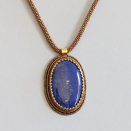 Necklace with lapis lazuli