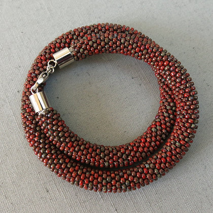 "Collier tubulaire crocheté ""Opaque Red Picasso"", D1.1cm"