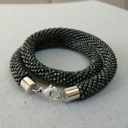 "Collier tubulaire crocheté ""Opaque Black Picasso"", D1.1cm;"