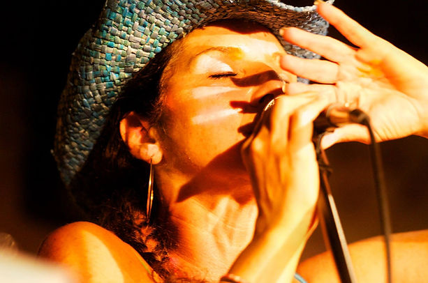 singingcowgirl.jpg