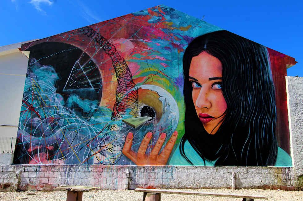 """""""Predict the future"""" Pintado pelos artistss Nomen and Ram"""