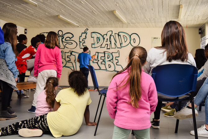 """Workshop Infantil de Graffiti: """"Pois é dando que se recebe"""" (PT/EN)"""