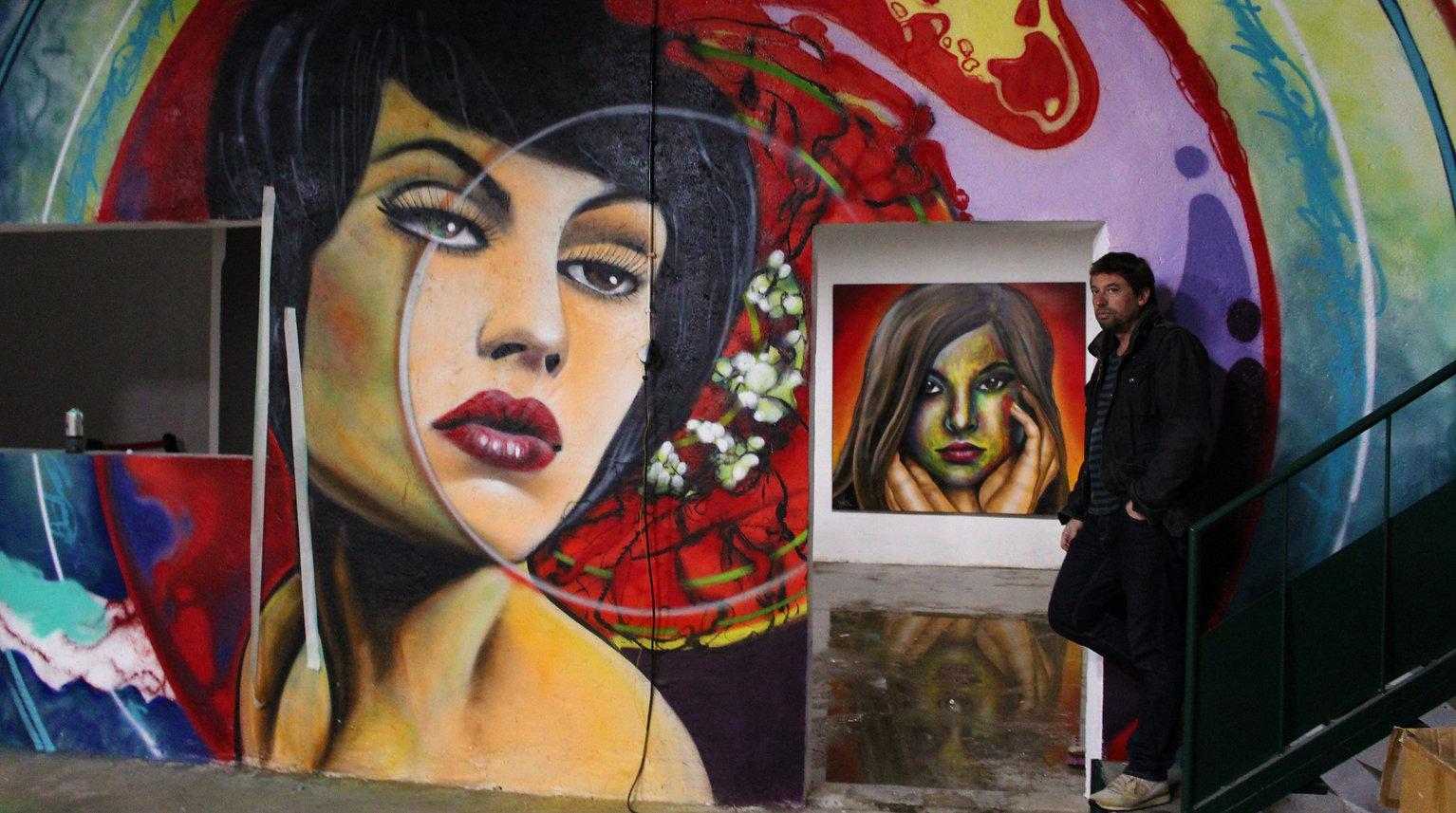 Double Trouble studio, Double trouble crew, nomen, graffiti lisboa, decoração graffiti, telas de graffiti, artistas portugueses de graffiti, melhores artistas de graffiti de portugal, biografia de Nomen, activista politico, murais politicos, pioneiro do graffiti portugal