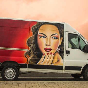 Graffiti em Carrinha - Negócio Móvel de Beleza e Estética