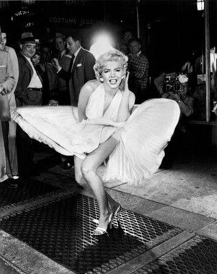 Marilyn_Monroe_by_Sam_Shaw-317x400.jpg