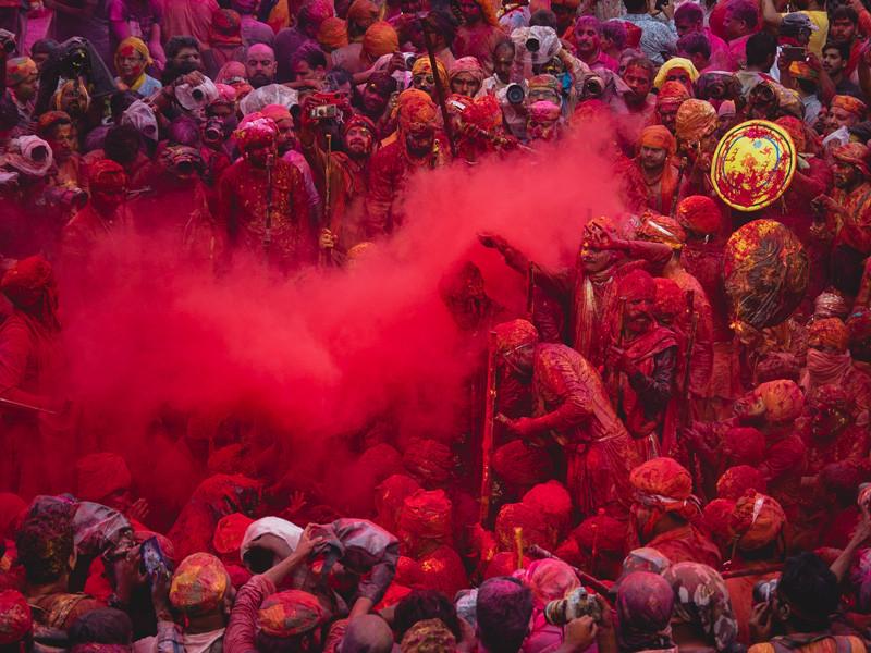Holi Feier im Tempel von Nandgaon