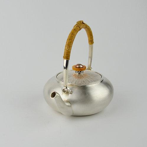 (1802) 小提樑-籐編提把黃玉鈕