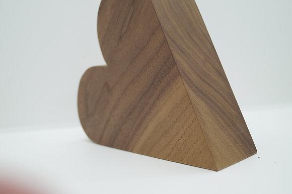 Herz Nussbaum mit Reagenzglas
