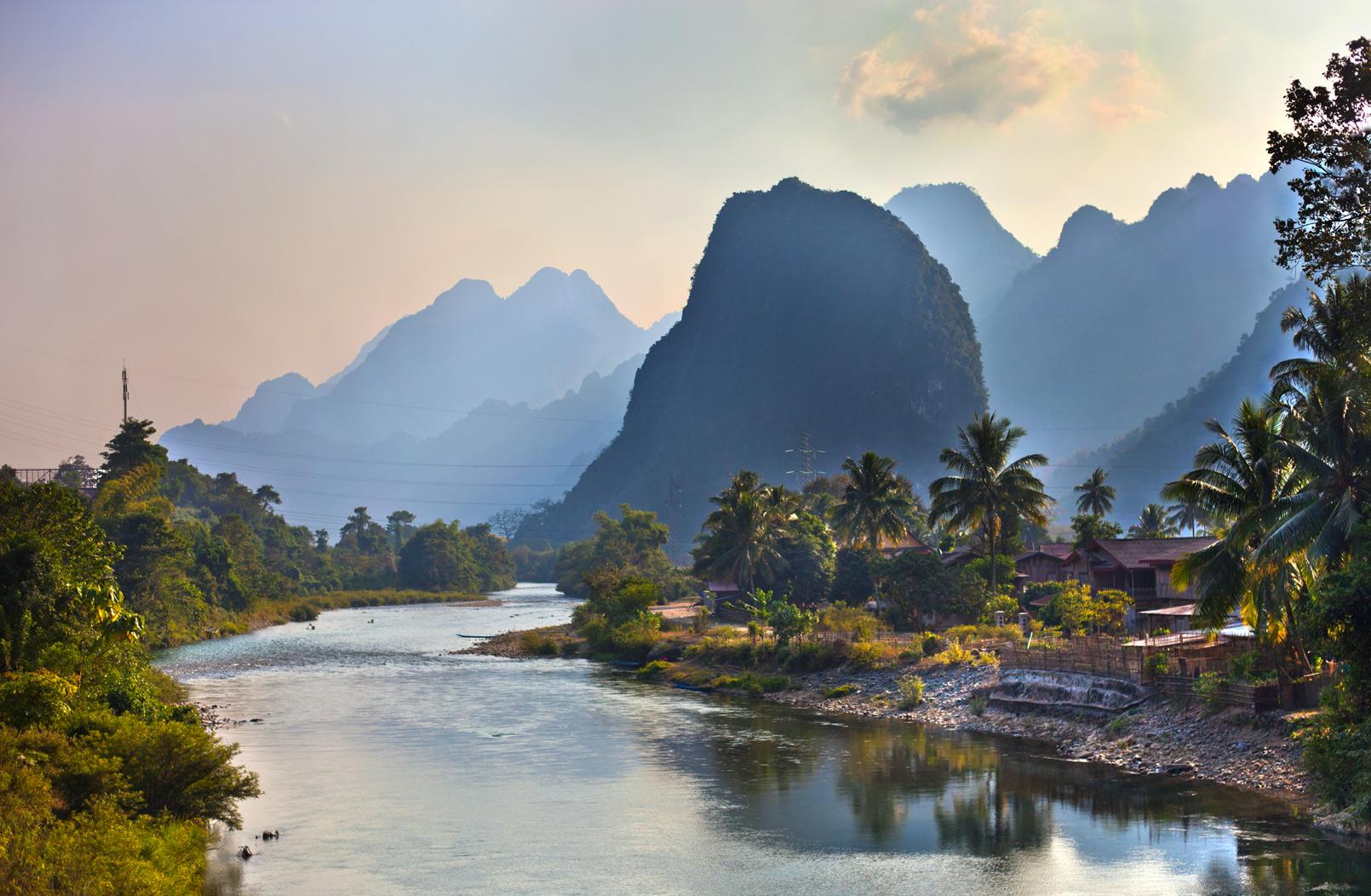 vang-Vieng-river-w