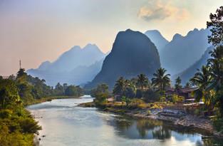 vang-Vieng-river-w.jpg