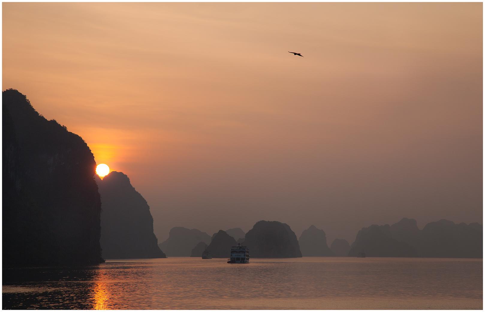 sunrise-Halong-w