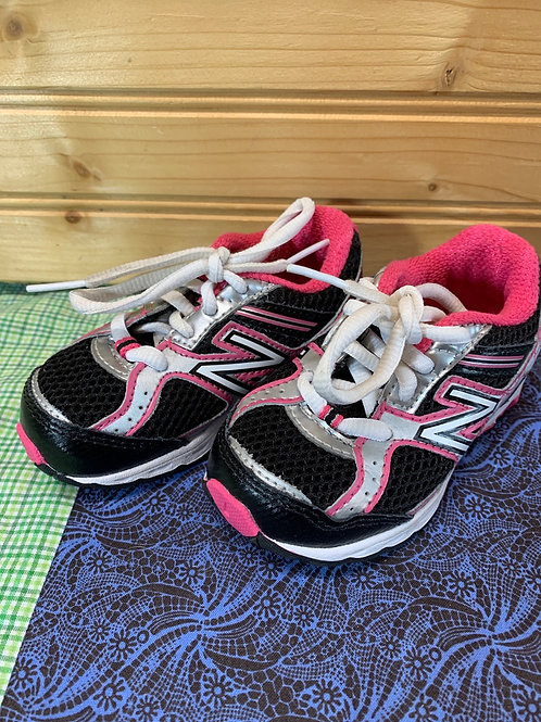 Size 5 1/2 Toddler NEW BALANCE Pink and Black Sneakers