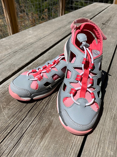 Size 1.5 Youth CLARKS Pink and Grey Sandals