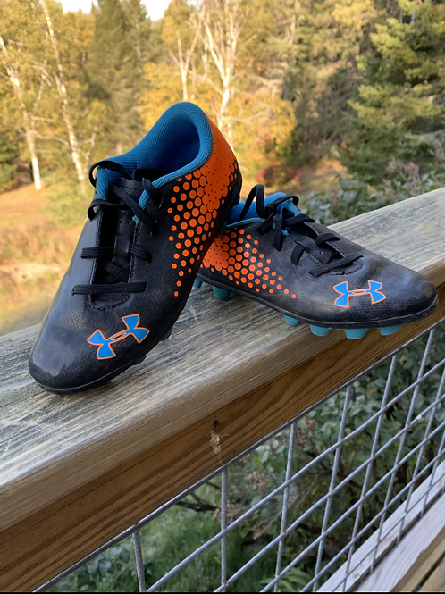 Size 12 Kids UNDER ARMOUR Soccer Cleats