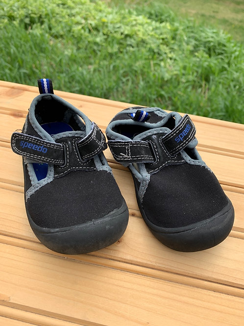 Size Small (5) Toddler Black Water Shoes