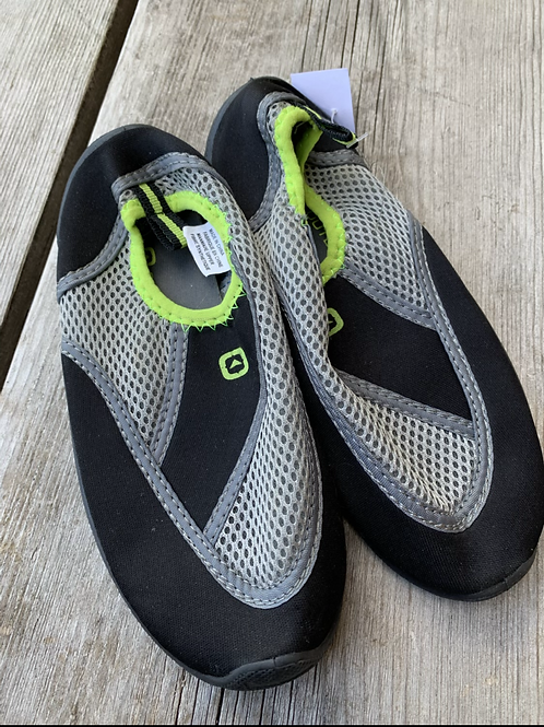 Size 1 OUTBOUND Black and Grey Water Shoes