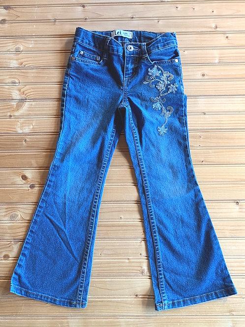 Size 6 L.E.I. Gabby Lowrise Bootcut Jeans