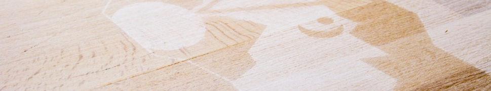 luule handmade Logo auf Holztisch