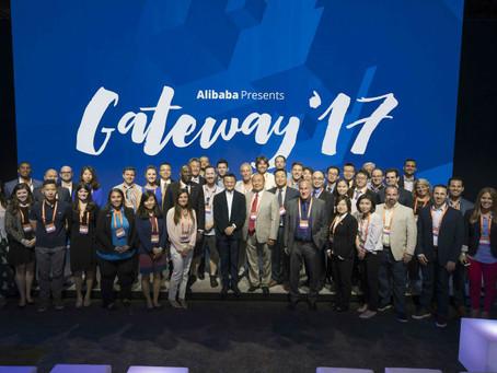 [Gateway 17活動現場]馬雲亮相底特律主動向阿里巴巴國際站Alibaba.com的美國買家遞名片:中小企業的夢想應該被世界所知