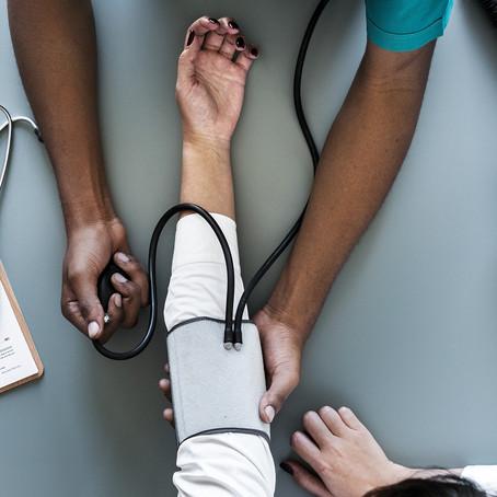 """O sofrimento emocional do profissional da saúde:  a importância da """"segurança psicológica"""""""