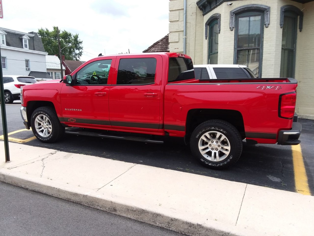 silverado side stripe.jpg